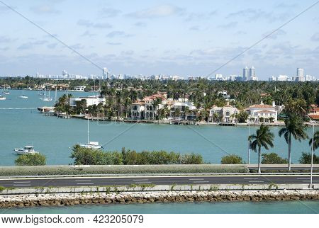 The View Of Empty Macarthur Causeway And Residential Palm Island In A Background (florida).