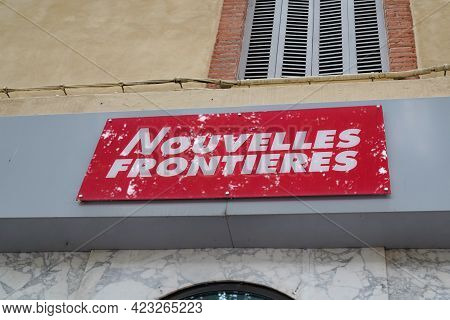 Bordeaux , Aquitaine France - 06 06 2021 : Nouvelles Frontieres Logo Brand And Text Sign Front Of Tr