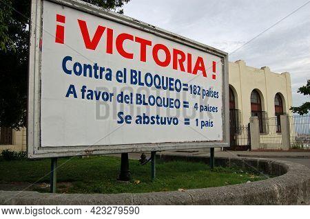 Havana, Cuba - November 19, 2005: A Political Poster In The Vedado District Of Havana Marking The Va