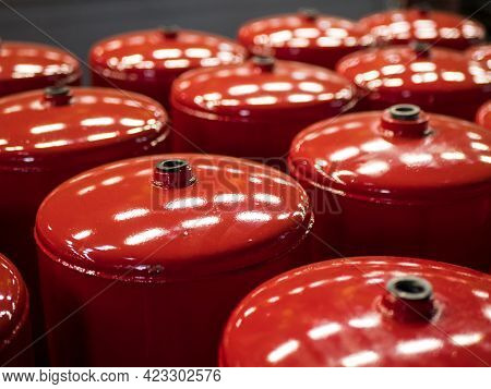 Compressed Air Tanks For Vehicles. Air Reservoirs For Air Suspension Systems. Red Tractor Air Tanks