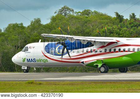 Labuan Ft,malaysia-may 21,2021: Maswings Aircraft Atr-72-500,9m-mwc Display The Malaysian National F