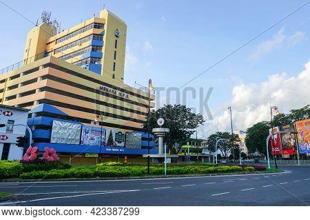 Sandakan,sabah,malaysia-dec 28,2015:sandakan Municipal Council Building With Road Street In Sandakan