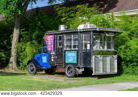 New Orleans, La - June 9: Crepes A La Carte Food Truck Parked In Uptown Neighborhood On June 9, 2021