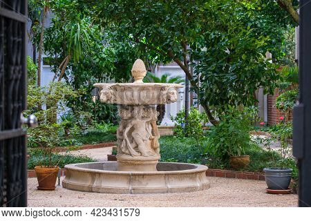 New Orleans, La - May 7: Fountain In Courtyard Of Apartment Building In Uptown Neighborhood On May 7