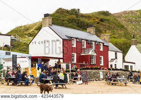 Editorial, People During Covid-19 Pandemic Outside The Ty Coch Inn At Porthdinllaen, Gwynedd, Wales.
