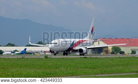 Kota Kinabalu,sabah,malaysia-july 2,2019:malaysia Airlines Boeing 737-800 Preparing To Taxi Out From