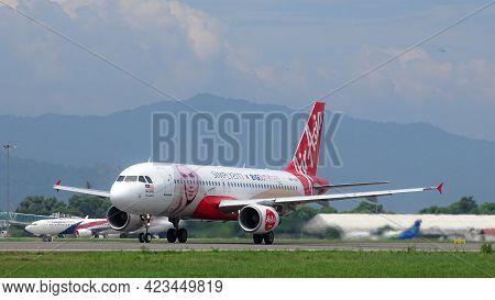 Kota Kinabalu,sabah-july 2,2019:airasia Airbus A320,msn 4793 - 9m-aq Painted In''big Duty Free''spec