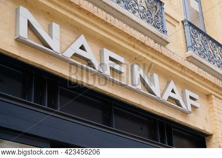 Toulouse , Occitanie France - 06 06 2021 : Naf-naf Logo Brand Fashion Shop And Text Sign Store On Fa