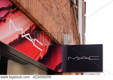 Toulouse , Occitanie France - 06 06 2021 : Mac Logo Brand Fashion Shop And Text Sign Store On Facade