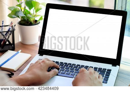 Mockup Copy Space Computer Notebook Laptop Concept , A Man\'s Hand Using A Laptop On Internet Websit