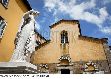 San Salvatore Church And Square In Lucca (tuscany, Italy) With The Ancient Fountain Statue Of Venus