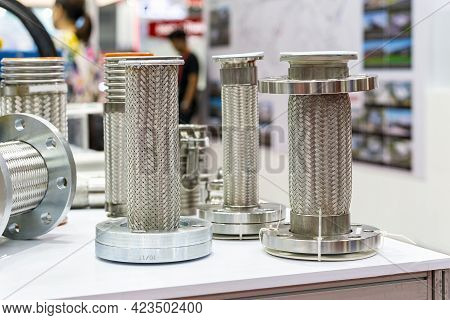 Various Size Of Stainless Steel Flexible Hose And Flange Of High And Medium Temperature Or Pressure