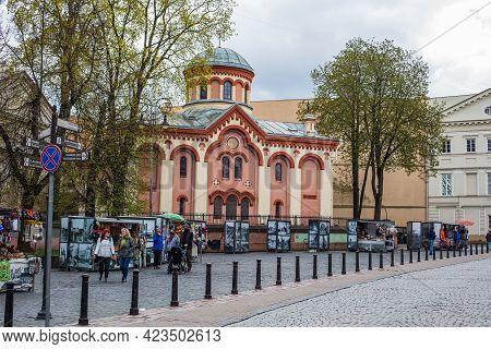 Vilnius, Lithuania - May 8, 2021: St. Paraskeva Church And Souvenir Market In Didzioji Street, Vilni