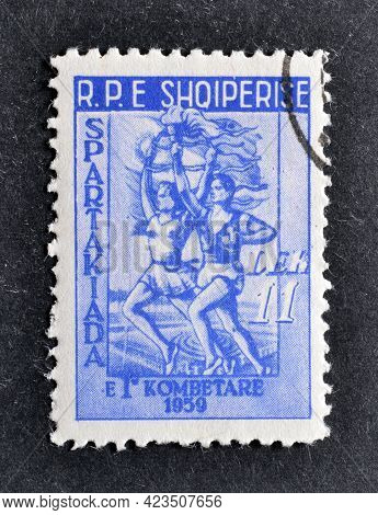 Albania - Circa 1959 : Cancelled Postage Stamp Printed By Albania, That Shows Man And Woman Runners