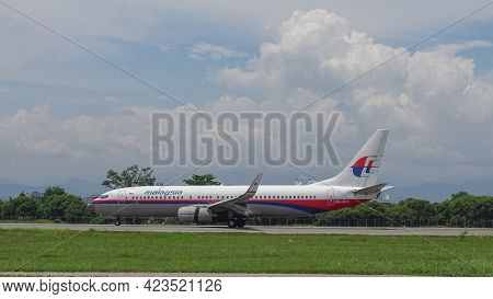 Kota Kinabalu,sabah,malaysia-july 2,2019:malaysia Airlines Boeing 737-800,9m-mle Preparing To Taxi O