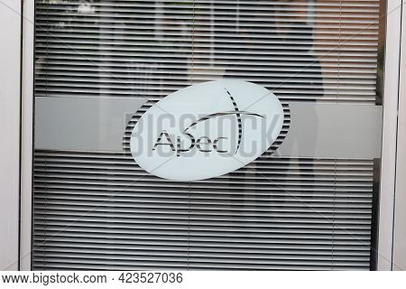 Toulouse , Occitanie France - 06 06 2021 : Apec Logo Sign And Text Brand Agency Association For The