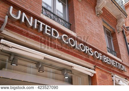 Toulouse , Occitanie France - 06 06 2021 : United Colors Of Benetton Sign Brand And Logo Text  Fashi