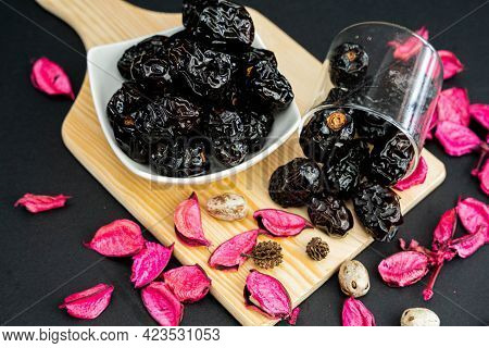 Ajwa Dates Are A Great Source Of Fibre That Benefits The Digestive System. This Dates Variety Is One