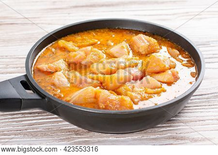 Meat And Curry Sauce In A Pan. Chicken Kadhai. Indian Spicy Chicken Curry. Cooking Step By Step
