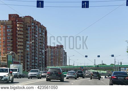 Moscow, Russia, 06.08.2021. Road Scenery On A Highway At Summer Time. Kutuzovsky Prospect Area. The