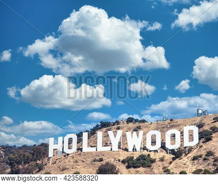 Los Angeles, Usa - Circa August 2020: Hollywood Sign In Los Angeles On Blue Sky