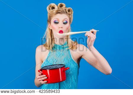 Woman With Cooking Utensils In Kitchen. Retro Style Housewife With Saucepan And Spoon. Cuisine, Culi