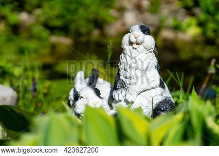 Garden Porcelain Rabbit Figurine As Garden Decoration.