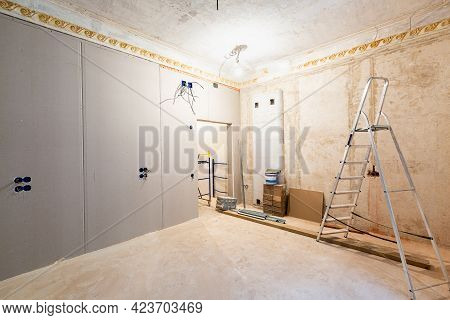 Working Process Of Installing Gypsum Walls From Plasterboard -drywall - In Apartment Is Under Constr