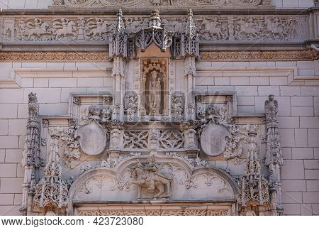 San Simeon, Ca, Usa - February 12, 2014: Hearst Castle. Closeup Of Statues And Sculptures On Mural O