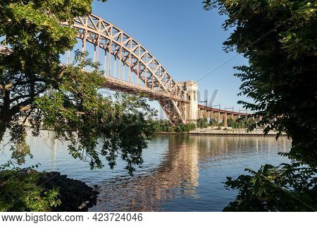 Astoria, Ny - Usa - June 13, 2021: View Of The Historic Hell Gate Bridge