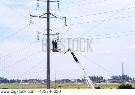 Russia, Naberezhnye Chelny, June 10, 2021: Suburban Electricity Consumption. A Team Of Electricians