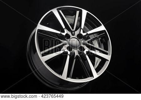 Car Alloy Wheel, Unusual Design Of Wheel Spokes, Color Black With Polishing