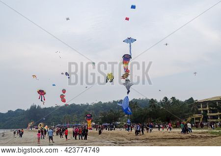Labuan,malaysia-sept 7,2019:people Enjoy Watching The Kites Fly At The Kite Festival In The Blue Sky