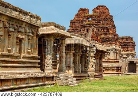 Mandapa (pillared outdoor hall or pavilion) in Achyutaraya Temple. Ruins in Hampi, Karnataka, India