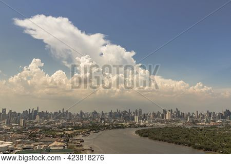 Bangkok, Thailand - Jun 03, 2021 : Beautiful Curve Of The Chao Phraya River In The Afternoon Time. G