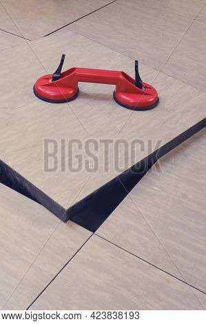Double Vacuum Suction Cup For Removing Tiles From Floors