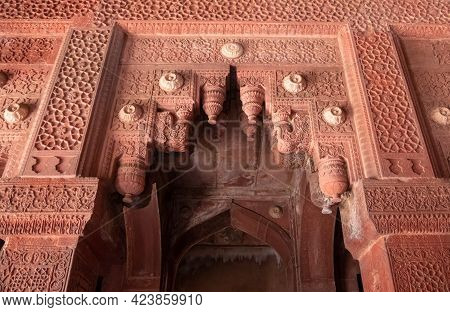 Agra, India - March, 28, 2019: A Decorative Doorway Arch At Red Fort