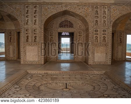 Agra, India - March, 28, 2019: A Shot Of A Khas Mahal Palace Doorway At Red Fort