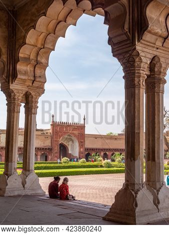 Agra, India - March, 28, 2019: Exterior Shot Of A Palace With Resting Tourists At Red Fort