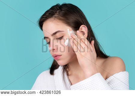 Beautiful Young Woman With Clean Fresh Skin. Cute Young Girl Preparing To Start Her Day, Applying Mo