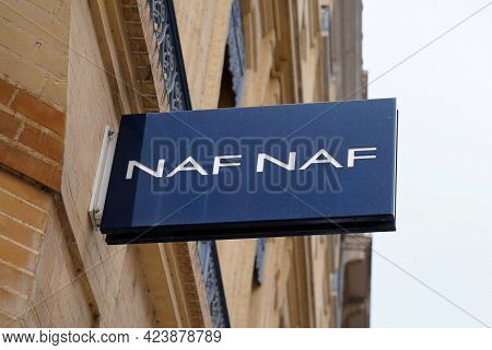 Toulouse , Occitanie France - 06 06 2021 : Nafnaf Logo Brand Fashion Shop And Text Sign Store On Fac