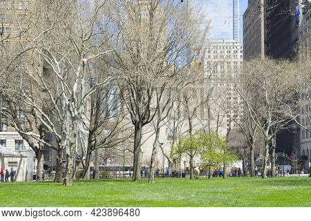 New York City, Ny - April 26,2018 : View Of Battery Park And Blue Sky In New York City, Ny On April