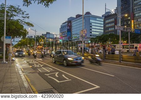 Taipei, Taiwan - Aug 8, 2018 : Many Vehicles Transport On Zhonghua Road Near Ximending In Taipei, Ta