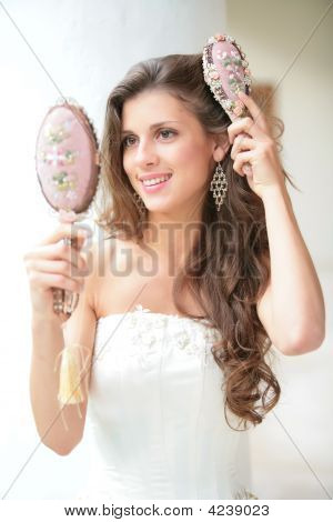 Girl Does Comb