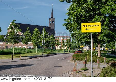 Urk Flevoland Netherlands June 2021, Sign Pointing Towards A Corona Or Covid-19 Vaccination Facility