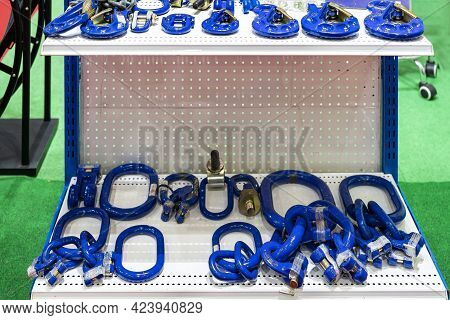 Various Size Master Ring With Metal Or Steel Lifting Hook Chain And Accessories Shackle Screw Pin Ha