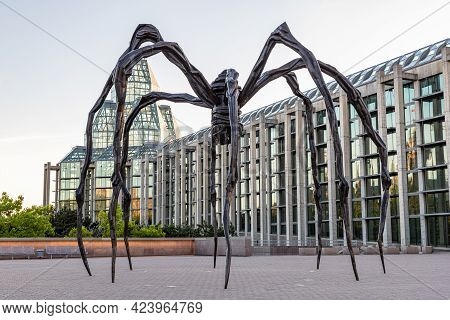 Ottawa, Canada May 23, 2021: Maman Spider Sculpture In Front The National Gallery Of Canada, Located