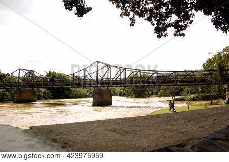 São Paulo Brazil. Out 08, 2009: Rio Pardo Bridge With Access To The Ecological Park Of São Jose Do R