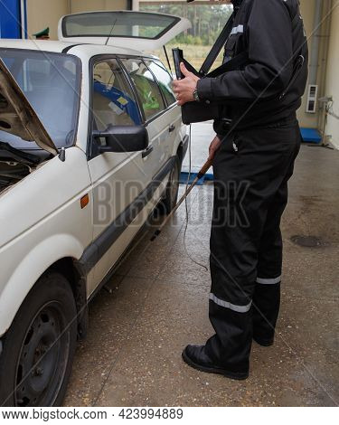Inspector Of The Border Service Searches For Contraband