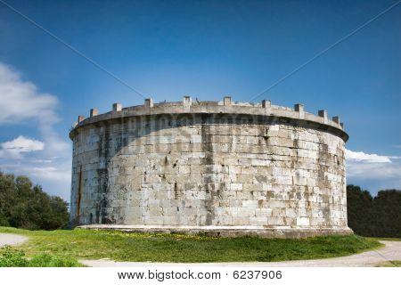 Lucio Munazio Planco Mausoleum
